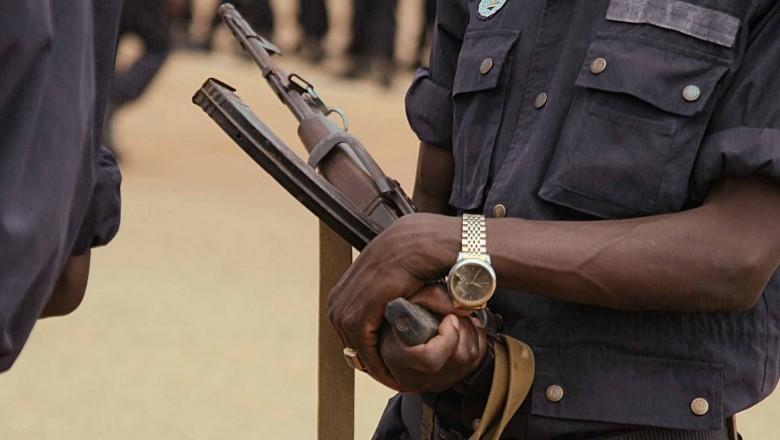 Oficial da polícia embriagado mata dois colegas em Luanda