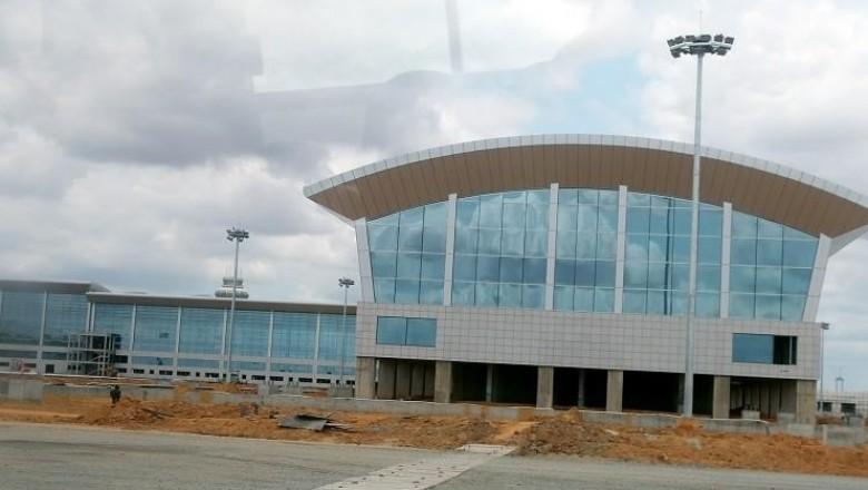 Criminosos incendeiam linha de energia do novo Aeroporto