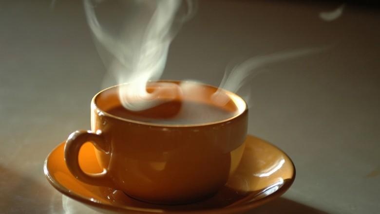 Estudo Alerta Riscos Em Tomar Chá Muito Quente